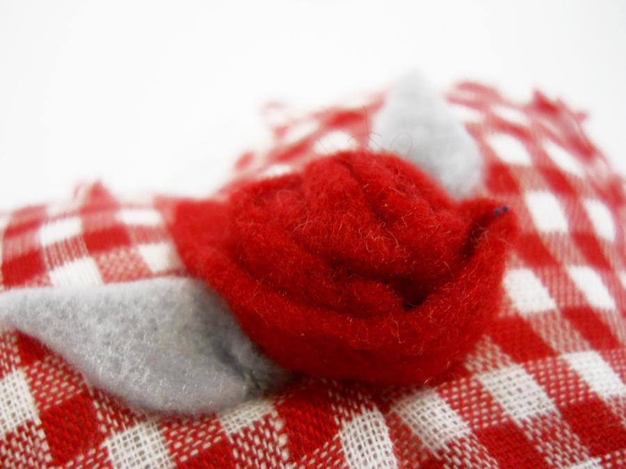 heart pillow rose detail